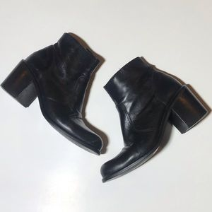 Express Black leather heeled ankle boots 6.5